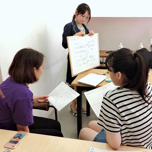 女性専用学習塾シードハウス横浜東口ブルーコンパス校たくさんの女性が働く環境で学ぶ