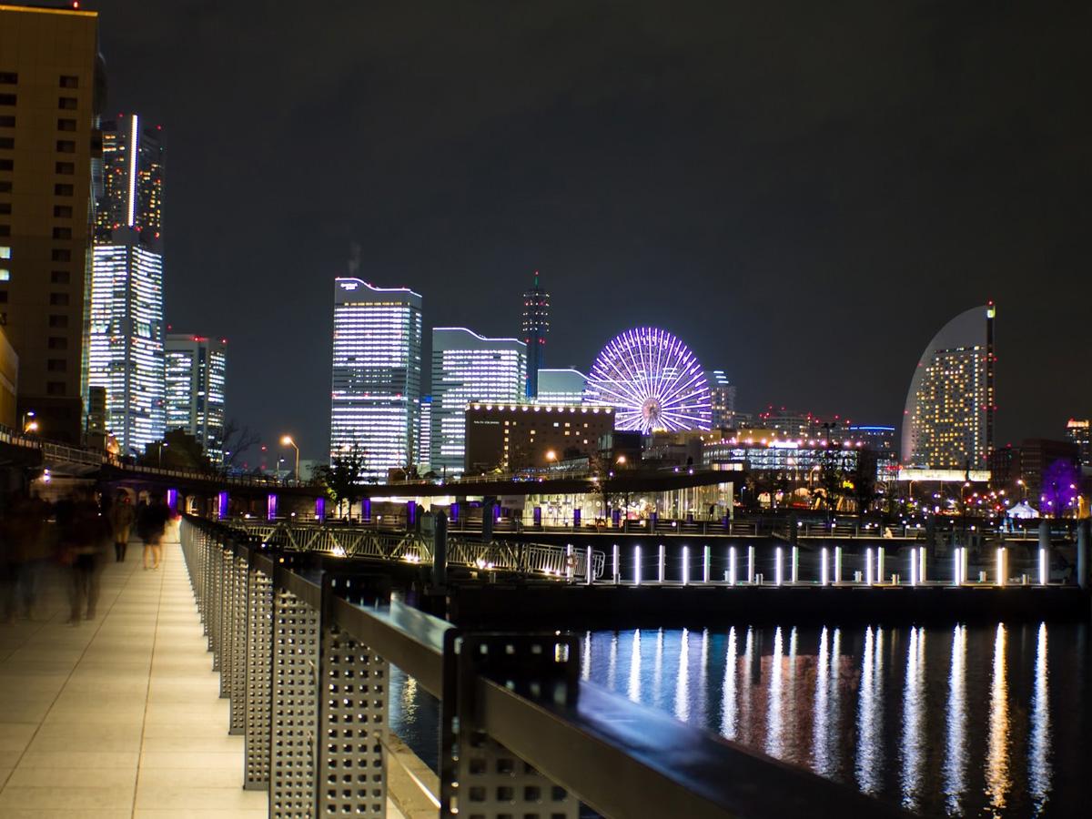 横浜東口徒歩4分女性専用コワーキング。平日夜もコワーキング営業します。