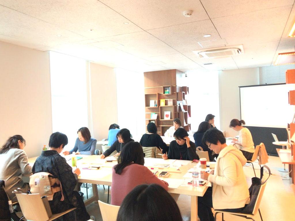 ママの起業を応援する 3ヶ月間のビジネス講座(女性起業家講座)有料起業講座1 二俣川駅フタマタリバーライブラリーにて